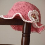 chapeau petite fille au crochet rose  fleur
