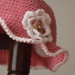 chapeau petite fille au crochet rose à fleur