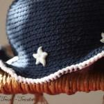 chapeau petite fille au crochet bleu marin