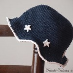 chapeau petite fille au crochet bleu marin