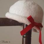 chapeau petite fille au crochet blanc noeud rouge