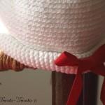 chapeau petite fille au crochet rebord roulé noeud rouge