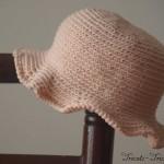 chapeau petite fille au crochet rose poudré
