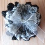 broches fleurs au crochet pour un mariage